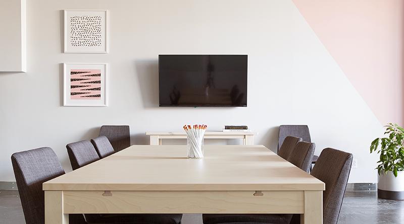テレビ会議専用機も接続できるWeb会議製品の比較