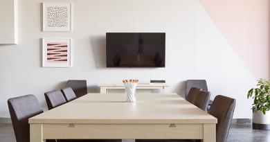 テレビ会議専用機も接続できるウェブ会議製品の比較