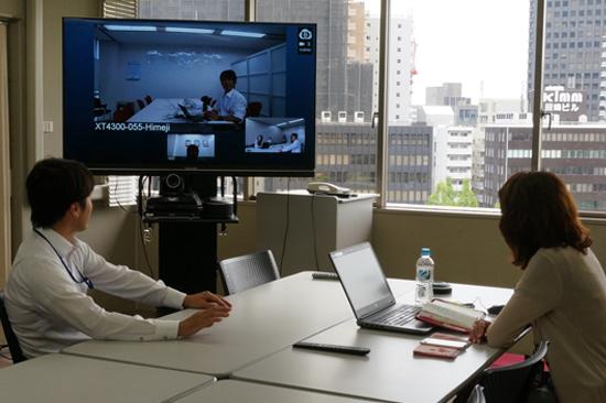 会議室のSCOPIA XT4300からBlueJeansに接続し 快適なテレビ会議を開催